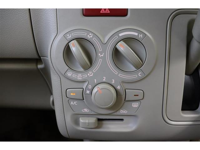 ダイヤル式のエアコン操作パネルはシンプルで操作性に優れています。