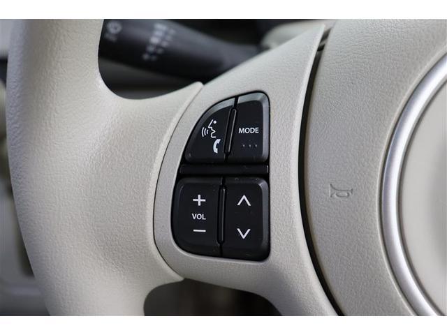 「ステアリングスイッチ」でハンズフリー電話やオーディオ操作が出来ます。走行中に視線を逸らさず操作できるので、安全運転につながります。
