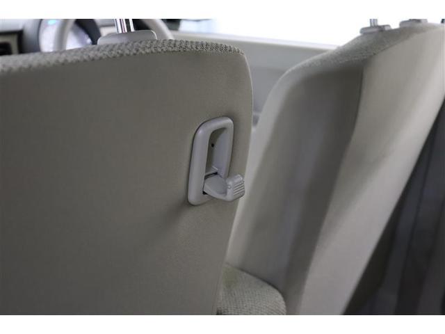 助手席のシートバックには便利なフックが付いています。お買い物袋をかけるのも良し、ゴミ袋をかけるのも良し、ティッシュケースをかけるのも良し。いろいろ使えてあると便利なアイテムですね。