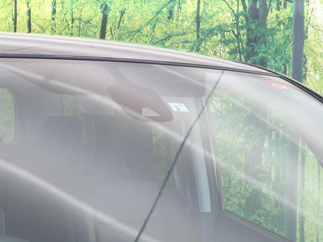 ☆もしもの時のためのエマージェンシーブレーキ搭載☆前方の車両と追突の危険性が高まると、自動的に緊急ブレーキが作動。その他にも車検逸脱警報装置も搭載しているので安心です♪