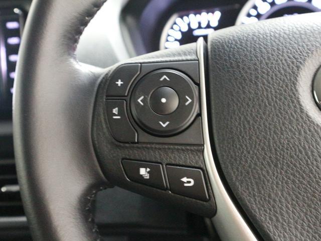 ハンドルのボタン操作でオーディオ/エアコン等がコントロール出来ますので、利便性だけでなく事故防止にも繋がりますよ!