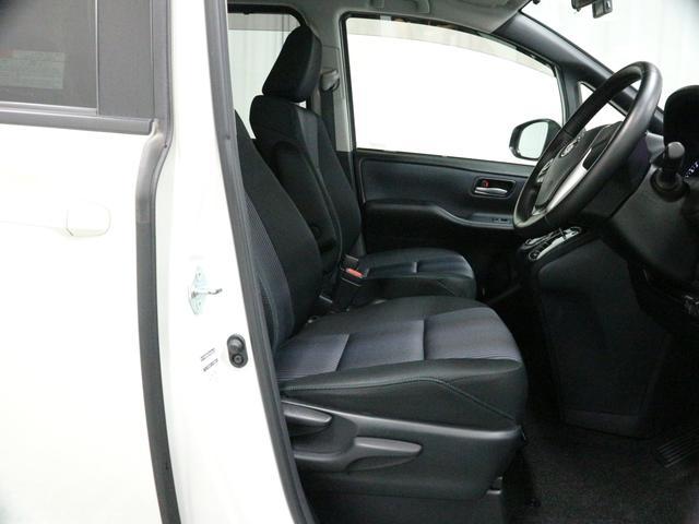 足元も広々で運転もしやすいしっかとしたシートです!