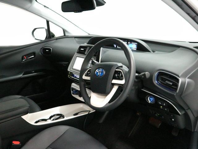 室内もフェイクレザーシートになります。運転席・字助手席はシートヒーターも付いています