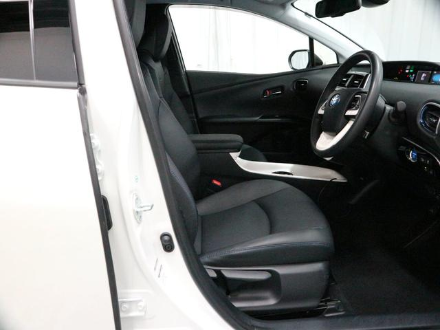 運転席は、ハンドル・シートの高さ調整が可能です