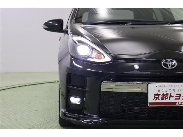 ダークスモークエクステンション加飾されたBi-Beam LEDヘッドランプが精悍な印象を与えます。オートハイビーム機能付きなので、対向車などを感知して自動でハイ・ローの切り替えをしてくれます。