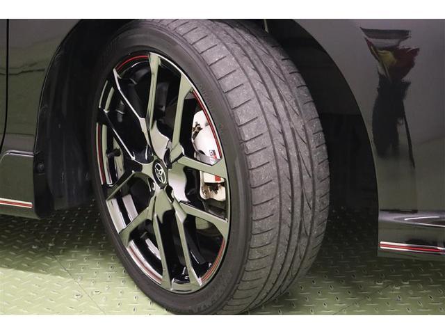 タイヤサイズ 195/45R17。足元を引き締め、しっかりした走りも楽しめる純正アルミホイールです。切削加工のGR専用ホイールはGRのブレーキキャリパーが見えるデザインになっています。