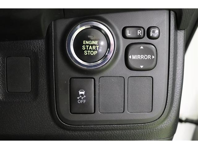 トラクションコントロールは、濡れた路面や雪道、凍結した道路で常に安定した走行をサポートしてくれます。また、ドライバーがうっかりアクセルを踏み込み過ぎたときなども制御してくれますよ♪