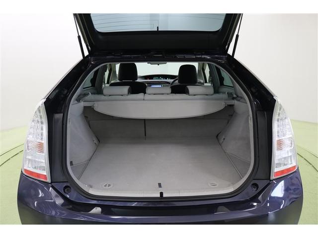 フラットでお荷物を載せやすく、デッキ下にも収納できるので便利ですよ。