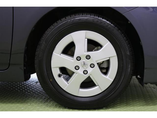 タイヤサイズ 195/65R15です。 アルミホイールが付いておりますよ。