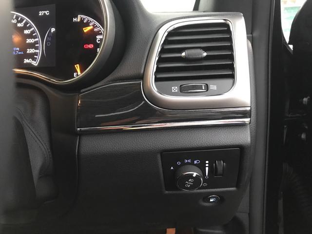 トレイルホーク 100台限定生産 特別仕様車 ガラスコーティング施工済み ワンオーナー 禁煙車 純正アルパイン製プレミアムサウンドシステム ボンネットデカール レザーシート 純正ナビ ETC エアサスペンション(18枚目)