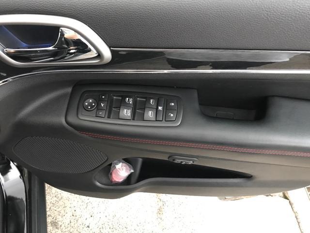 トレイルホーク 100台限定生産 特別仕様車 ガラスコーティング施工済み ワンオーナー 禁煙車 純正アルパイン製プレミアムサウンドシステム ボンネットデカール レザーシート 純正ナビ ETC エアサスペンション(31枚目)