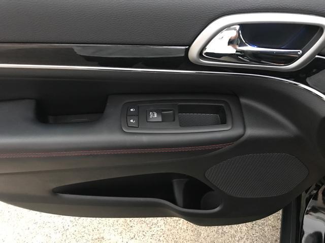 トレイルホーク 100台限定生産 特別仕様車 ガラスコーティング施工済み ワンオーナー 禁煙車 純正アルパイン製プレミアムサウンドシステム ボンネットデカール レザーシート 純正ナビ ETC エアサスペンション(33枚目)