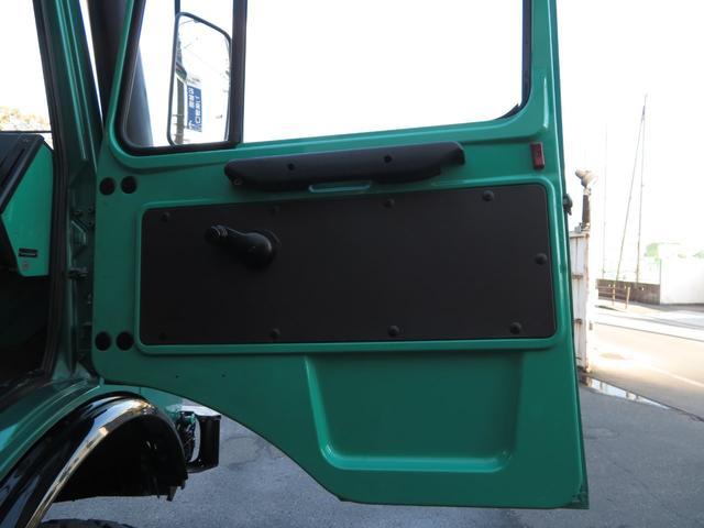 「メルセデスベンツ」「アーバンウニモグ」「SUV・クロカン」「大阪府」の中古車32