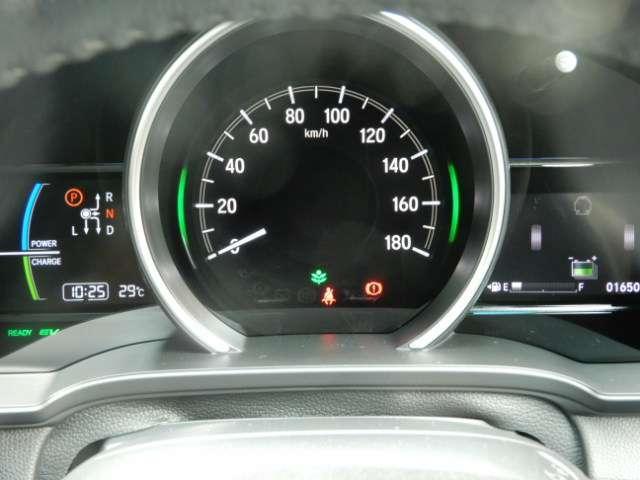 ★3限メーター★ メーターは、明るくてみやすい3限メーターです。真ん中のメーターがスピードメーターです。