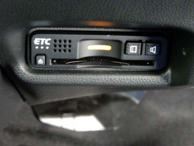 Fパッケージ コンフォートエディション iphone対応ナビ メモリーナビ 衝突軽減ブレーキ バックカメラ ETC シートヒーター LEDヘッドライト HDMI端子ソケット 運転席ハイトアジャスターシート USBソケット アイドリングストップ車 ワンオーナー車(7枚目)