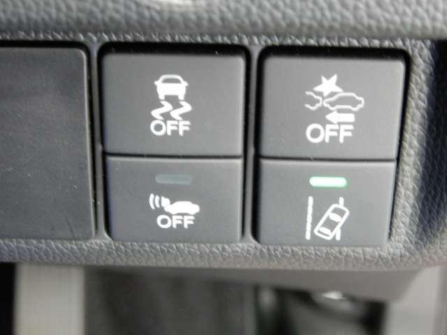 Fパッケージ コンフォートエディション iphone対応ナビ メモリーナビ 衝突軽減ブレーキ バックカメラ ETC シートヒーター LEDヘッドライト HDMI端子ソケット 運転席ハイトアジャスターシート USBソケット アイドリングストップ車 ワンオーナー車(11枚目)