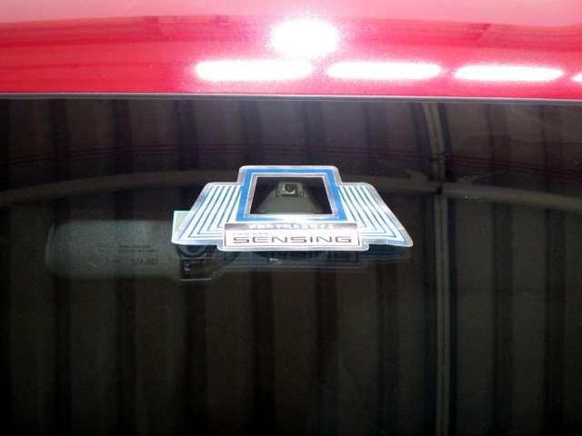 X・ホンダセンシング iphone対応ナビRカメラETC メモリーナビ バックカメラ ETC ホンダセンシング LEDヘッドライト 地上デジタルテレビ 大画面ナビ 運転席ハイトアジャスタシート インテリア内装ブラック エコボタンシートヒーター ワンオーナー(6枚目)