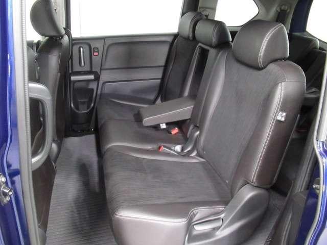 ★足もと広々2列目シート★ 後席の足元がとても広いので、ゆったり座れて、ドライブを楽しめます!