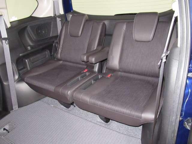 ★3列目シート吊下げ収納★ 3列目のシートは、吊下げ収納できます。荷室が平らになり、荷物の出し入れがとてもしやすいお車です!たくさん荷物もつめます!