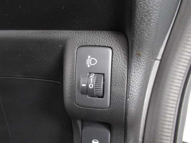 G CDデッキスマトキVSAオートエアコンABS CDデッキ スマートキー オートエアコン ABS 横滑り防止装置 内装ブラック 運転席ハイトアジャスター レベリングヘッドライト ベンチシート プライバシーガラス イモビライザー ドアバイザー(8枚目)