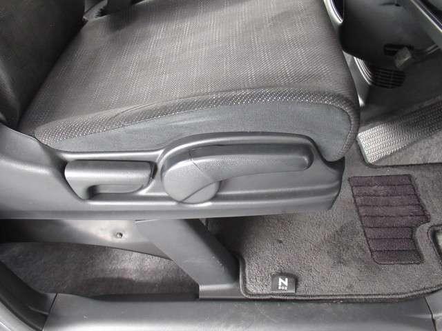 G CDデッキスマトキVSAオートエアコンABS CDデッキ スマートキー オートエアコン ABS 横滑り防止装置 内装ブラック 運転席ハイトアジャスター レベリングヘッドライト ベンチシート プライバシーガラス イモビライザー ドアバイザー(16枚目)