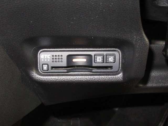 S ホンダセンシング iphone対応ナビRカメラLED iphone対応メモリーナビゲーション バックカメラ LEDヘッドライト 地上デジタルテレビ ETC ホンダセンシング サイド&カーテンエアバック スマートキーレス 運転席ハイトアジャスターシート(7枚目)