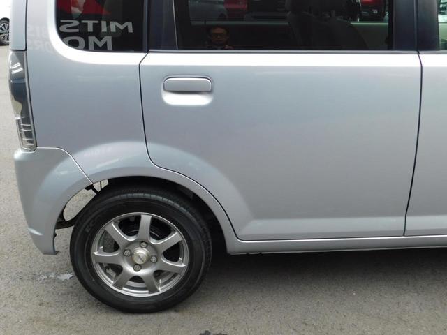 運転席ドアに小さな凹みがございます!