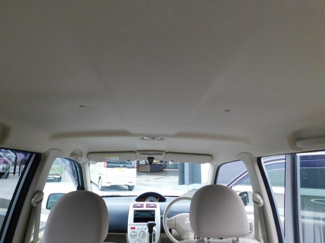 運転席、助手席にドリンクホルダー付きで便利ですね!