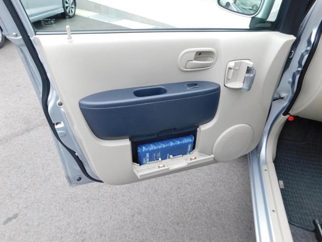 アクセサリーソケット付きで便利ですそしてプチゴミ箱も使えますよ!