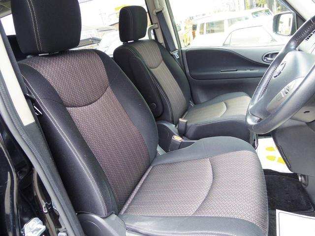 運転席側シート 使用感少なく綺麗な状態です シートの破れ、汚れ等もございません 室内ルームクリーニング中 オートエアコン アイドリングストップ インテリキー プッシュスタート エマージェンシーブレーキ