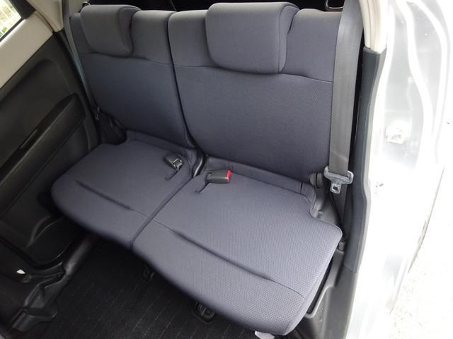 リアシートの足元も広々としたスペースがあるので、ゆったりと座っていただけます!