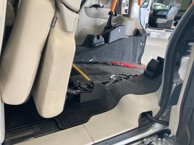 スローパーLリアシート付 福祉車両 車いす移動仕様車 電動ウインチ(24枚目)
