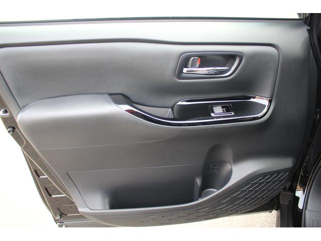 Si ダブルバイビーIII 登録済未使用車 衝突軽減 車線逸脱警報 ナノイーエアコン ハーフレザー LEDルームランプ クリアランスソナー 両側電動スライドドア リヤオートエアコン 7人乗り(41枚目)