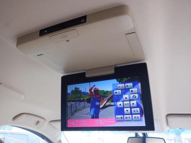 後席モニター 後部座席でTV・DVDの視聴可能な人気の高い装備です!