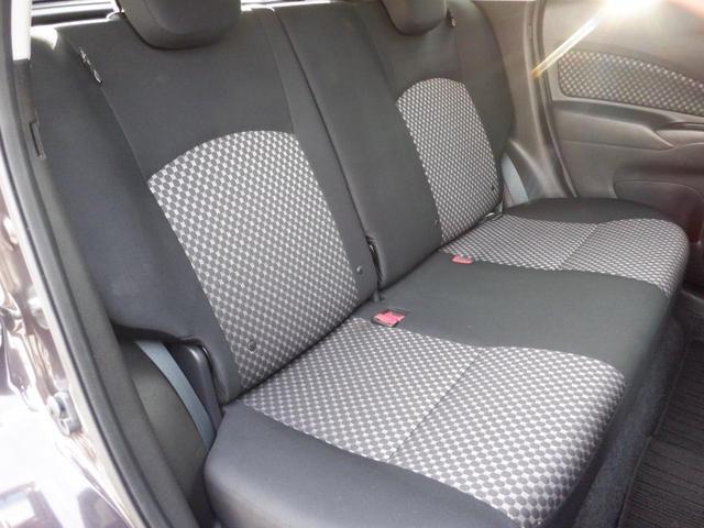 後部座席シート 使用感少なく綺麗です!気持ちよくお乗りして頂けるよう丁寧に室内ルームクリーニングを行いお渡ししております。