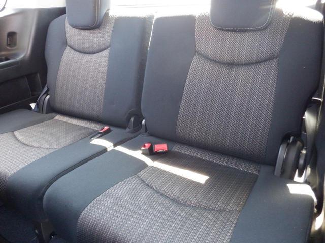 サードシート 使用感少なく綺麗です!気持ちよくお乗りして頂けるよう丁寧に室内ルームクリーニングを行いお渡ししております。