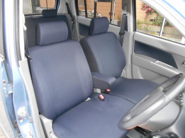 運転席シートリフト機構付きシートアームレスト付きフロントシート