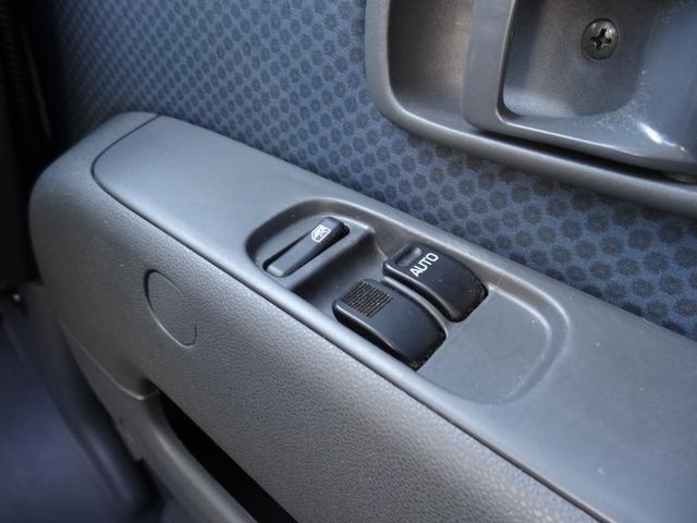 運転席・助手席にはパワーウインド付きです♪