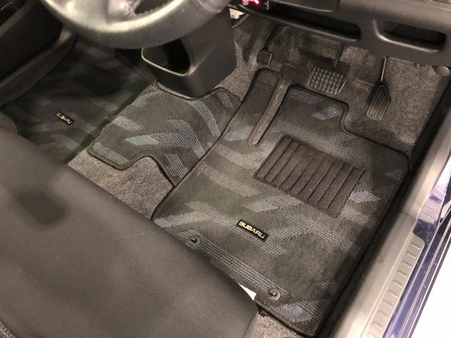 痛みの出やすい運転席シートの角、フロアマット、座面、ともに良好です