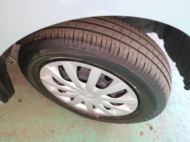 転がり抵抗を低減したエコタイヤを装着しています。エコタイヤを選ぶと燃費が少し改善するんですよ(タイヤの山もまだまだこれから)