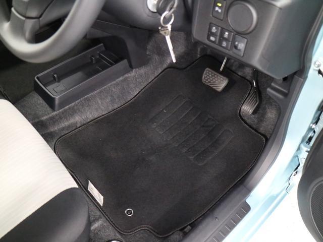 痛みの出やすい運転席シートの角、フロアマット(汎用)、座面、ともに良好です