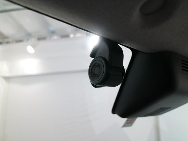 カーナビ連動前後録画ドライブレコーダー装備です!ナビの画面ですぐ録画内容を確認できるスグレモノなのです!!
