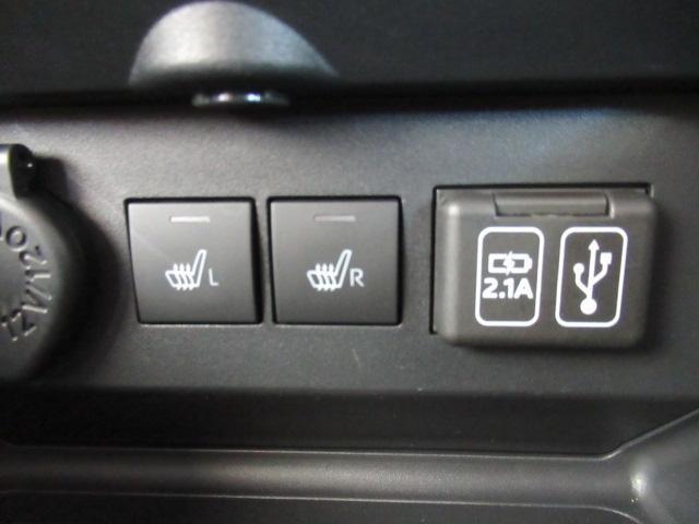 USBアダプター。外部機器との接続ができます。ナビ接続用と充電用の2口装備。(最大2.1A)ナビまたはDVD/USBチューナー(DUK-W69D)が装着されていない場合は外部機器との接続はできません。