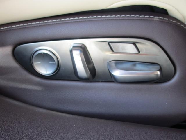 LS500h Iパッケージ ・後期モデル・本革シート・3眼LEDヘッドライト・純正19インチアルミホイール・パノラミックビューモニター・プリクラッシュ・クリアランスソナー・BSM・HUD・シートヒーター&エアコン・USBポート・(16枚目)