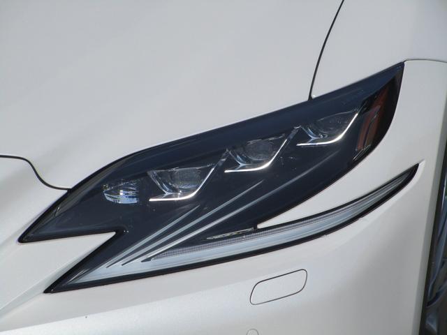 LS500h Iパッケージ ・後期モデル・本革シート・3眼LEDヘッドライト・純正19インチアルミホイール・パノラミックビューモニター・プリクラッシュ・クリアランスソナー・BSM・HUD・シートヒーター&エアコン・USBポート・(17枚目)