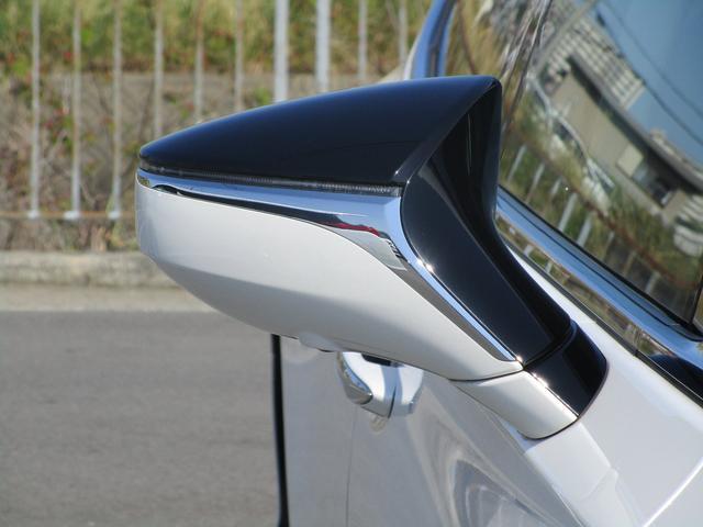 LS500h Iパッケージ ・後期モデル・本革シート・3眼LEDヘッドライト・純正19インチアルミホイール・パノラミックビューモニター・プリクラッシュ・クリアランスソナー・BSM・HUD・シートヒーター&エアコン・USBポート・(30枚目)