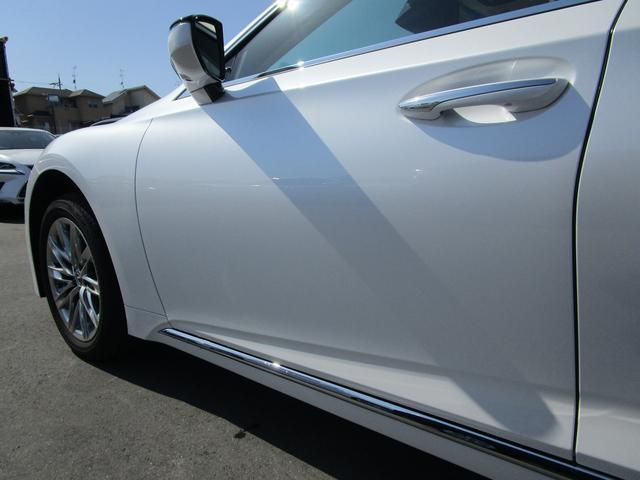 LS500h Iパッケージ ・後期モデル・本革シート・3眼LEDヘッドライト・純正19インチアルミホイール・パノラミックビューモニター・プリクラッシュ・クリアランスソナー・BSM・HUD・シートヒーター&エアコン・USBポート・(43枚目)