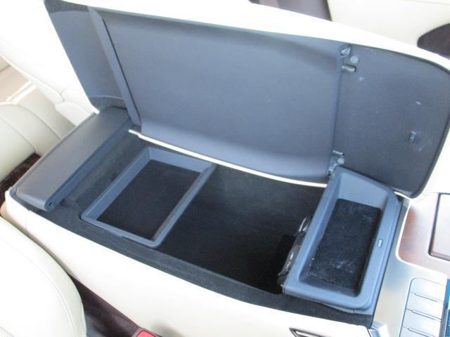 LS500h Iパッケージ ・後期モデル・本革シート・3眼LEDヘッドライト・純正19インチアルミホイール・パノラミックビューモニター・プリクラッシュ・クリアランスソナー・BSM・HUD・シートヒーター&エアコン・USBポート・(71枚目)