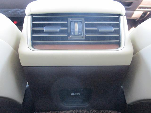 LS500h Iパッケージ ・後期モデル・本革シート・3眼LEDヘッドライト・純正19インチアルミホイール・パノラミックビューモニター・プリクラッシュ・クリアランスソナー・BSM・HUD・シートヒーター&エアコン・USBポート・(73枚目)