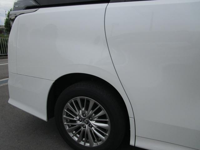 ZR ・後席モニター・レザーシート・純正9インチナビ・シートヒータ&エアコン・LEDヘッドライト・プリクラッシュ・クリアランスソナー・100V電源・純正17インチアルミホイール・両側パワースライドドア・(34枚目)